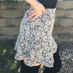 FOREVER 21 Mini Skirt   Blk/Wht Lace Knit Size Med